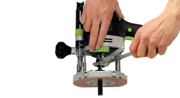 OF 1400 W Plunge Router