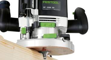 OF 2200 W Plunge Router